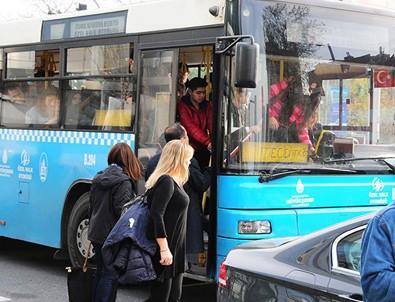 Güzel oyuncu otobüse bindi ayakta kaldı