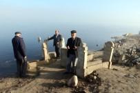 MEHMET ÇETIN - Baraj Suları Çekilince Mezarlıklar Yeniden Ortaya Çıktı