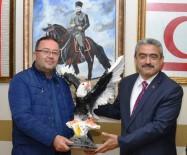 İSABEYLI - Beşiktaşlı Başkan Alıcık'a Anlamlı Hediye