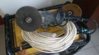 ELEKTRİK DAĞITIM ŞİRKETİ - Demir Elektrik Direklerini Kesip Çalan Şebeke Suçüstü Yakalandı