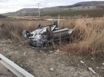 Otomobil Kamyona Çarptı; 1 Ölü 1 Yaralı