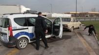 TEM OTOYOLU - Otomobilde Uyuşturucu Alan İki Kişi Polise Yakalandı