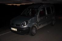 AHMET TURAN - Sivas'ta İki Hafif Ticari Araç Çarpıştı Açıklaması 3 Yaralı