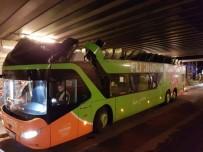 YOLCU OTOBÜSÜ - Almanya'da Otobüs Köprüye Çarptı