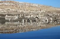 MEHMET ÇETIN - Baraj Suları Çekilince Mezarlıklar Ortaya Çıktı