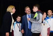 Belediye Başkanı Çakır Başarılı Sporcuları Ödüllendirdi