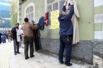 İSMET YıLMAZ - Büfecinin Başlattığı 'Askıda Kıyafet' Kampanyası Büyük İlgi Görüyor