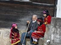 UMUTLU - Büyüklerden Dinledikleri Hikayeleri Kaleme Alıyorlar