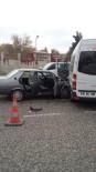 HÜSEYIN DOĞAN - Minibüs İle Otomobil Çarpıştı Açıklaması 2 Yaralı