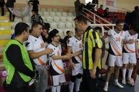 FATIH ÜRKMEZER - Ürkmezer, Engelli Çocuklarla Futbol Oynadı