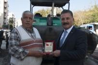 AKBELEN - Vatandaşlardan Başkan Tuna'ya Hizmet Plaketi