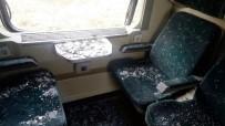 YOLCU TRENİ - Yolcu Treni Hafriyat Kamyonuyla Çarpıştı