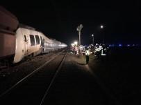 YÜK TRENİ - Almanya'da Trenler Çarpıştı Açıklaması 41 Yaralı