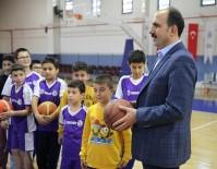 YENIKENT - Başkan Altay Spor Okullarını Ziyaret Etti