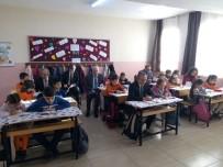 Burhaniye'de Kaymakam Öner Öğrencilerle Birlikte Kitap Okudu