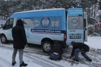 KIRAZLı - Bursa'nın Yüksek Kesimlerine Kar Yağdı, Zincircilerin Yüzü Güldü