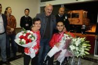 BEDENSEL ENGELLILER - Dünya Şampiyonu Sporcular Çiçeklerle Karşılandı