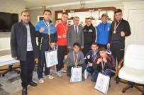 MİLLİ BOKSÖR - Erzurum'un Altın Yumrukları Ödüllendirildi