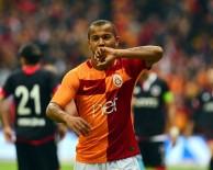 YOUNES BELHANDA - Galatasaray'da Defans, Orta Sahadan Daha Çok Atıyor