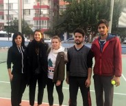 SU SPORLARI - İpek Soylu'dan Adanalı Tenisçilere Malzeme Desteği