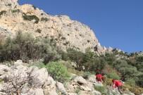 ÖLÜDENİZ - Kayalıklarda Mahsur Kalan Adamı AKUT Kurtardı