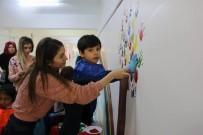 CUMHURIYET ÜNIVERSITESI - Minik Öğrenciler Okulu Boyamaya Yardım Etti