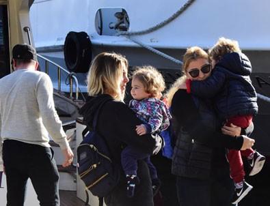 Pınar Sabancı çocuklarını parka tekneyle götürüyor