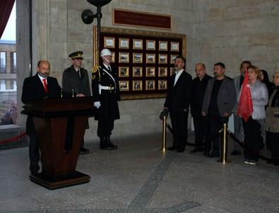 (AKGO) Başkan Adayı İsmail Uğur'dan Anıtkabir'e ziyaret
