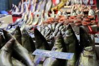 BALIK PAZARI - Balık Fiyatları El Yakıyor