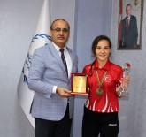 SANAYI VE TICARET ODASı - Başarılı Sporcuya Ödül