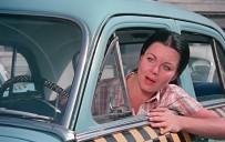 İZZET GÜNAY - Fatma Girik'e, Şoför Nebahat'lı Yaş Günü