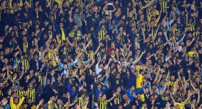 Fenerbahçe taraftarı tribünleri dolduruyor