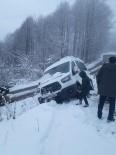 Karda Mahsur Kalan 12 Öğrenci Kurtarıldı