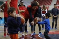 DÜNYA ENGELLILER GÜNÜ - Minik Öğrencilerin Basketbolcularla Büyük Sevinci