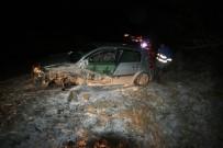 ALKOL MUAYENESİ - Muz Yüklü Kamyonla Çarpışan Otomobilin Sürücüsü Yaralandı