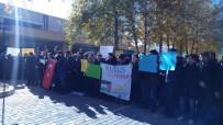 MESCİD-İ HARAM - Öğrenciler ABD Ve İsrail'i Kınadı