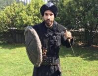 OLCAY ŞAHAN - Olcay Şahan'dan 'Diriliş' Pozu