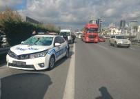 SEFAKÖY - (ÖZEL) Basın Ekspres Yolunda Trafik Polisi, Yolun Karşısına Geçen Suriyeliye Çarptı