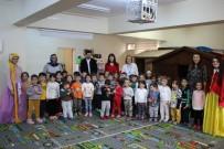 ARTVİN BELEDİYESİ - Tiyatroculardan Minik Öğrencilere Özel İlgi