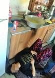 KıSKANÇLıK - Yemek Yapan Eşini Mutfakta Bıçaklayıp Kendini İhbar Etti