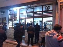50 kişilik grup kahvehane bastı!