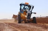 BELEDİYE MECLİS ÜYESİ - Akçakale'de Yol Yapım Çalışmaları Devam Ediyor