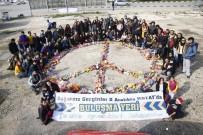 BAŞÖRTÜLÜ - Mülteci Kampına Otostopla Oyuncak Taşıdılar