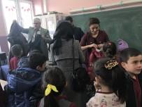 Öğrenciler Üşümesin Diye Köy Köy Dolaşıyorlar