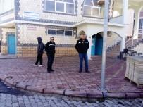 CUMA NAMAZI - Polis Dilencilere Göz Açtırmıyor