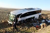 YOLCU OTOBÜSÜ - Yolcu Otobüsü Şarampole Uçtu Açıklaması 15 Yaralı