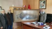 HATTAT - Aslına Uygun Yazılan Hat Levhası Rüstempaşa Camii'ne Hediye Edildi
