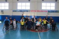 DÜNYA ENGELLILER GÜNÜ - Başkan Hakan, Engeli Yaşama Dikkat Çekmek İçin Tekerlekli Sandalyeye Oturdu
