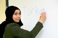 BAĞCıLAR BELEDIYESI - Beş Çayında Öğrendiği Türkçe'yle Suriyelilere Gönüllü Tercüman Oldu