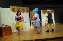 Didim'de Yabancılar Engelliler İçin Sahneye Çıktı